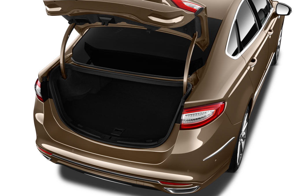 ford mondeo boot space